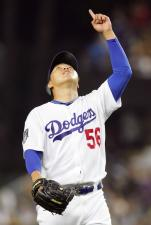 Hong-Chih Kuo points to the sky after saving a Dodger victory.jpg