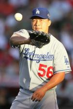 Hong Chi Kuo catches a ball during the All Star game 2010.JPG